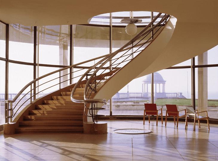 Bogentreppe De La Warr Pavilion (England)