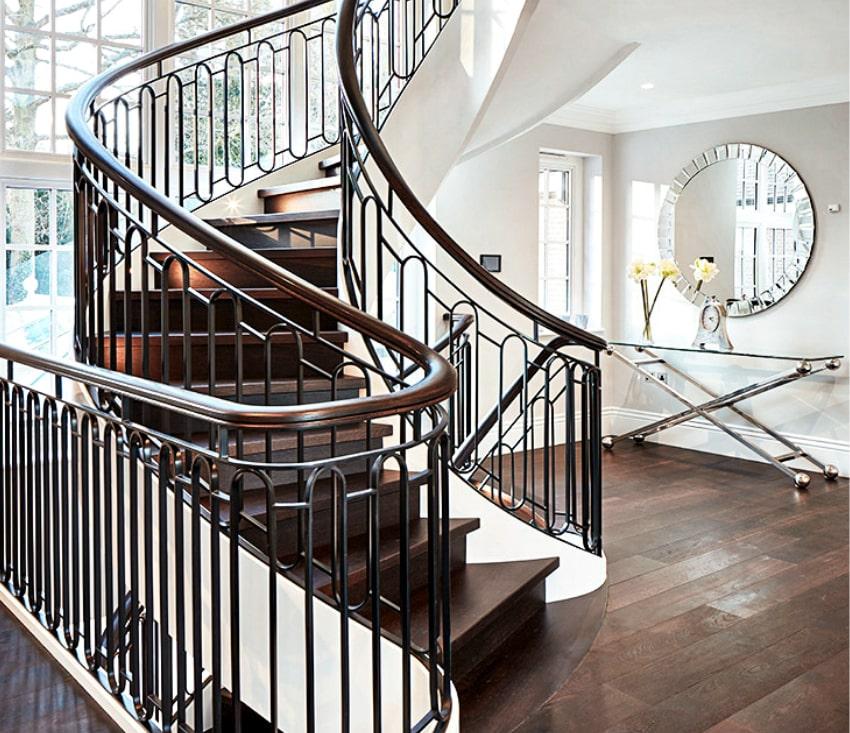 Bogentreppe aus Holz