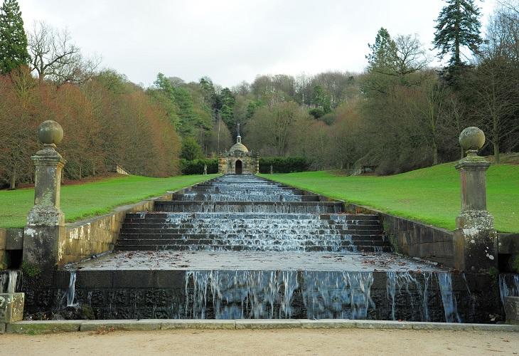 Landschaftlich gestaltete Stufen in Chatsworth House