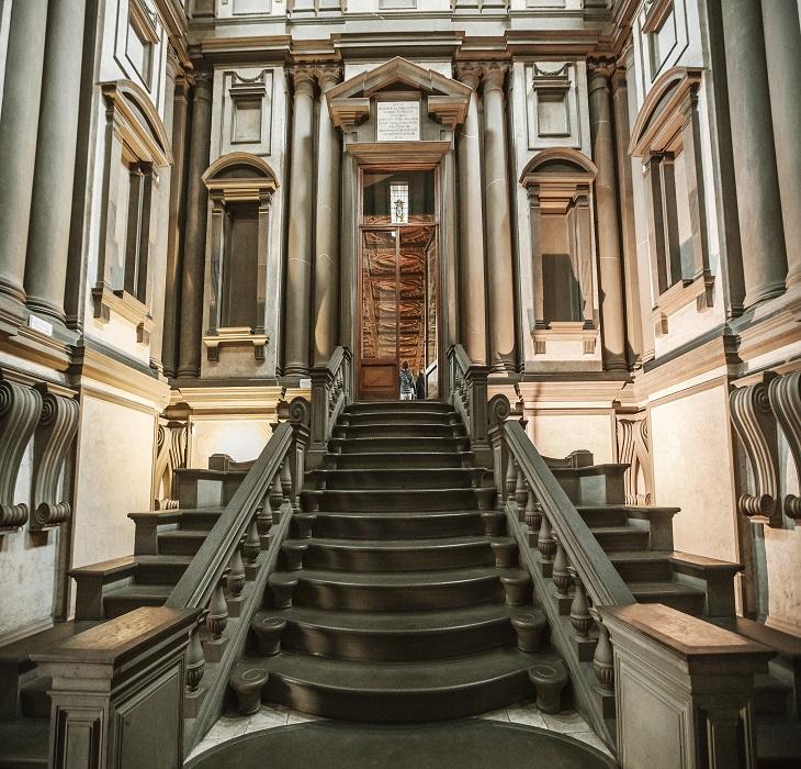 Michelangelos Treppe in der Biblioteca Laurenziana (Florenz)