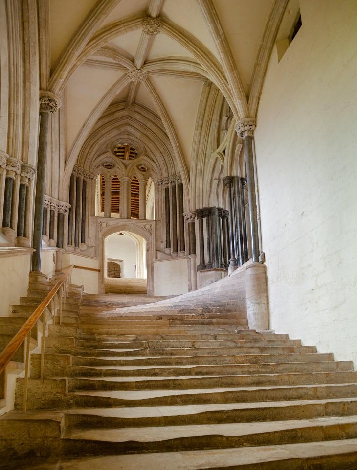 Stufen in der Kathedrale im englischen Wells