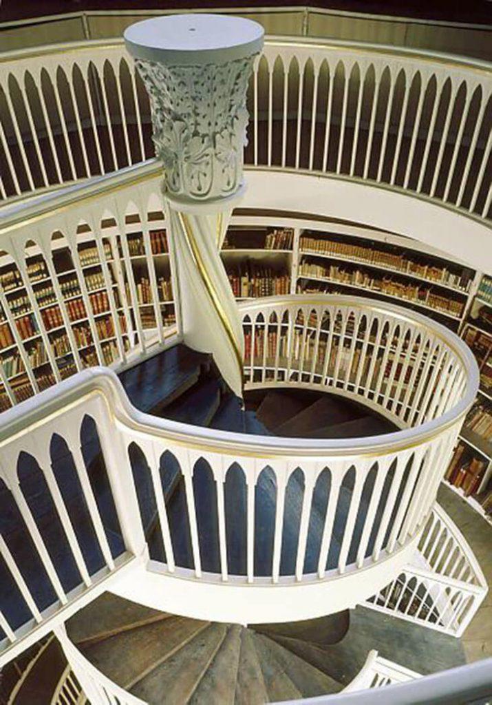 Wendeltreppe mit Spindel in der Bibliothek Weimar