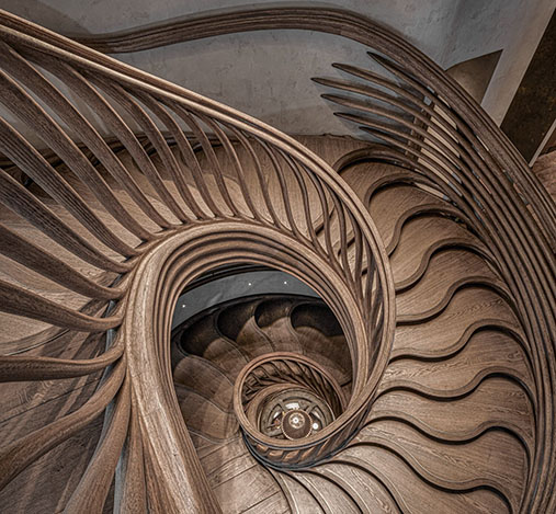 Treppengeländer-organisch-Geländer-geschnitzt